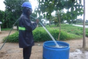 The Water Project: Kamasondo, Robay Village, Next to Mosque -  Yield Test
