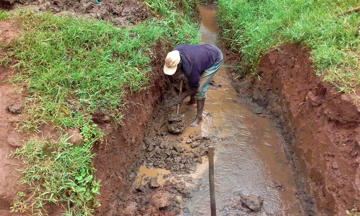 10 kenya4712 spring excavation