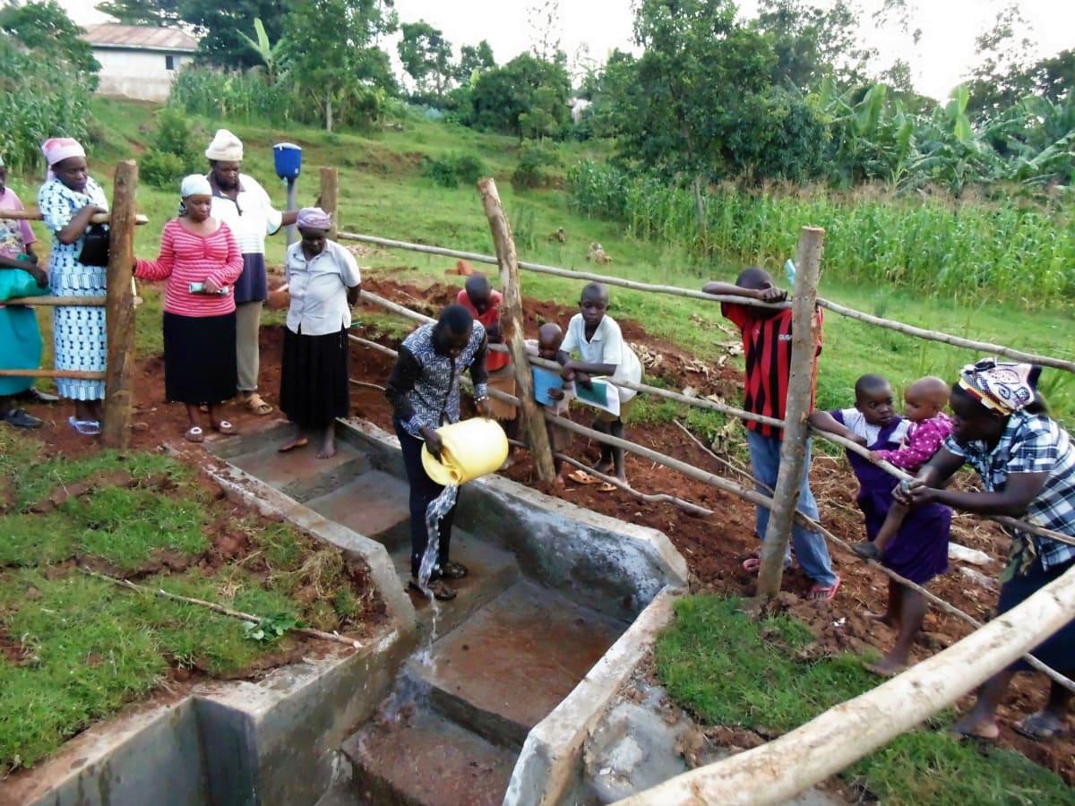 17 kenya4720 demonstrations at the spring