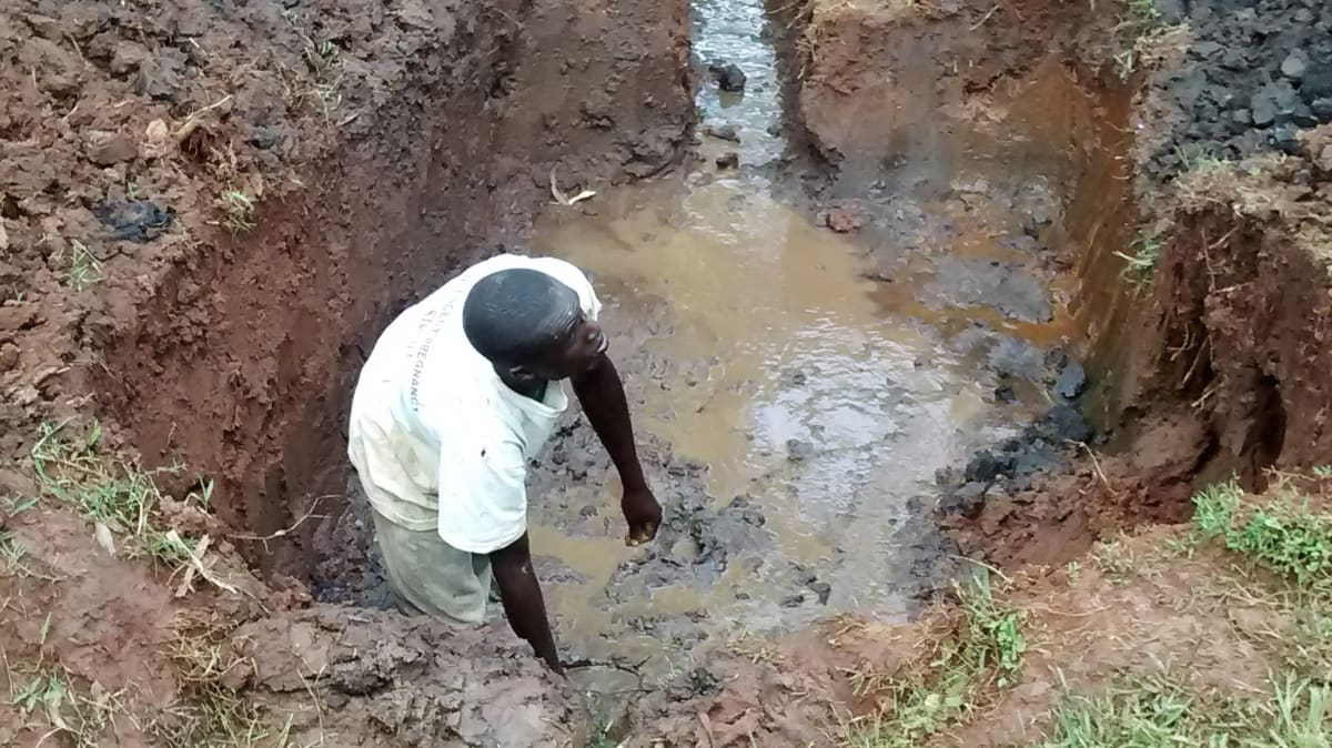 27 kenya4720 excavation