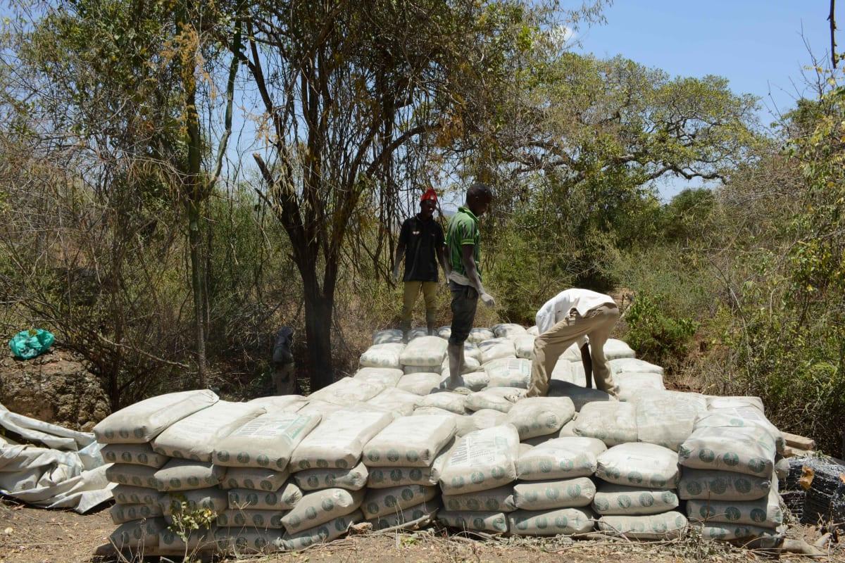 15 kenya4758 sand dam construction