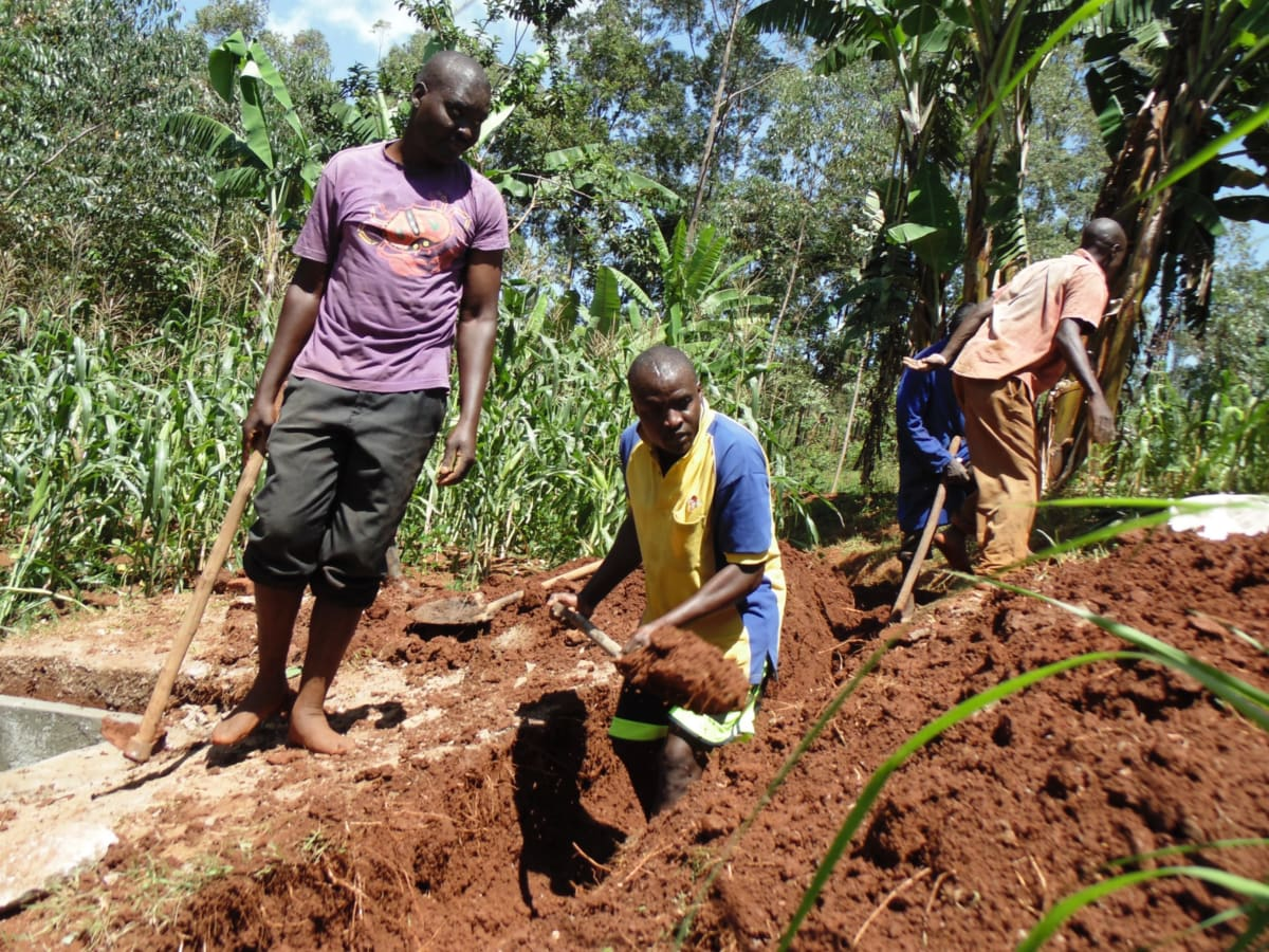 18 kenya4719 community members dig trenches