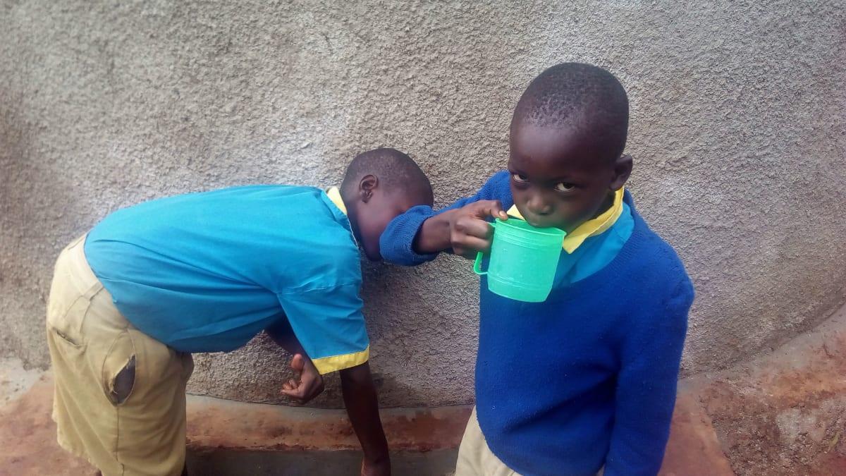 19 kenya4665 clean water