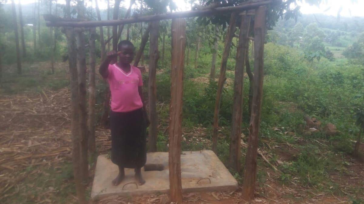 19 kenya4705 a sanitation platform and the walls beginning to go up