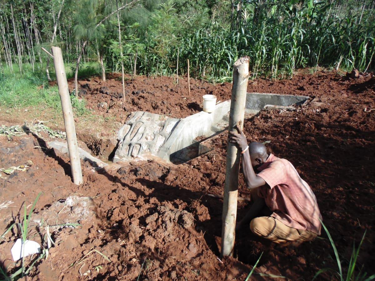 25 kenya4719 building a fence