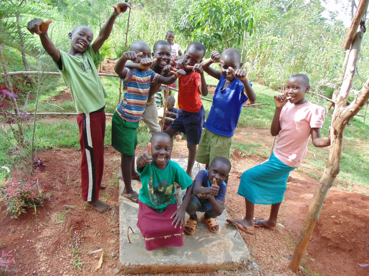 34 kenya4719 Precious Muyonga leads team of friends to show thumbs up for the new sanitation platform