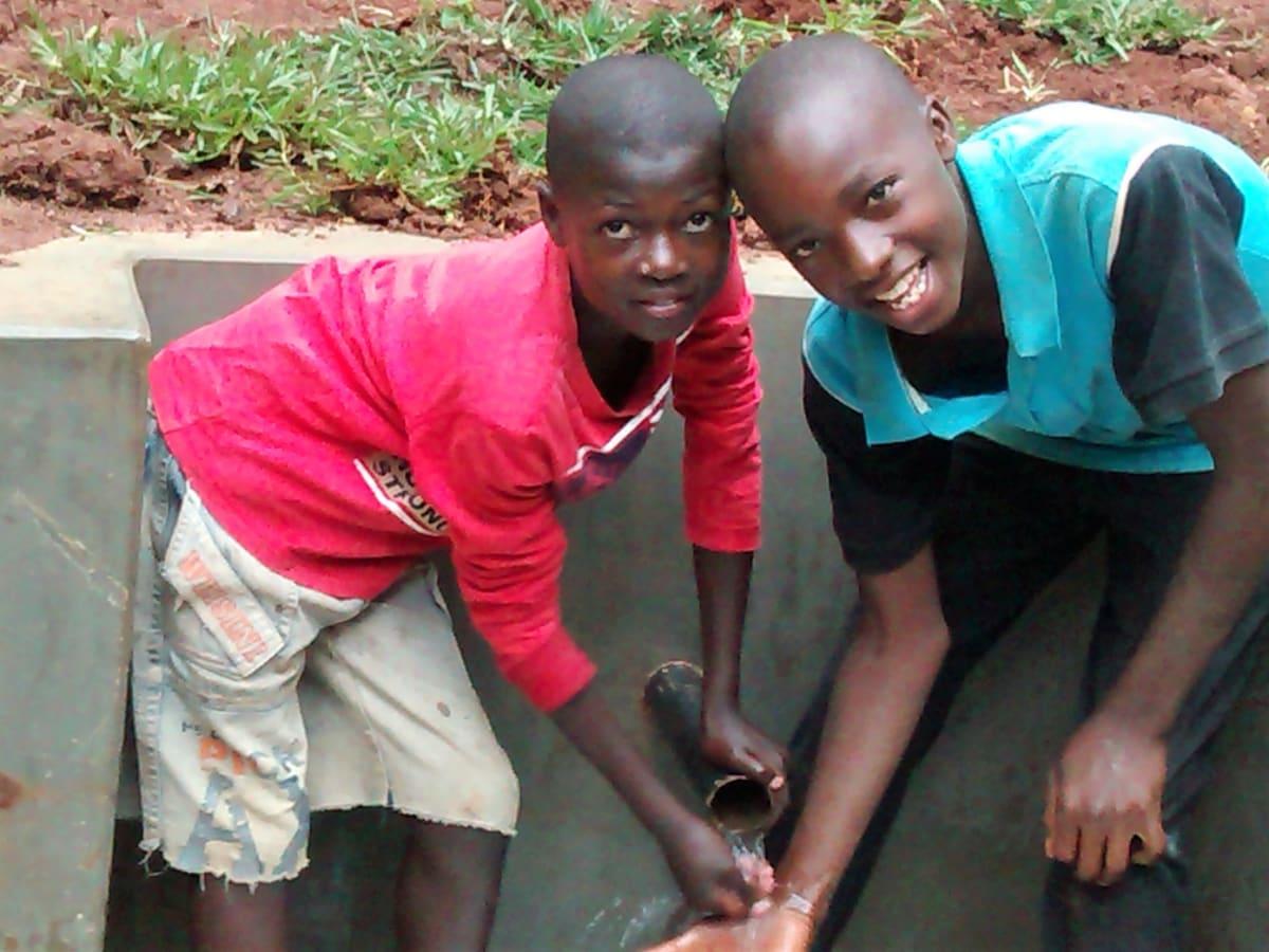 14 kenya4716 clean water