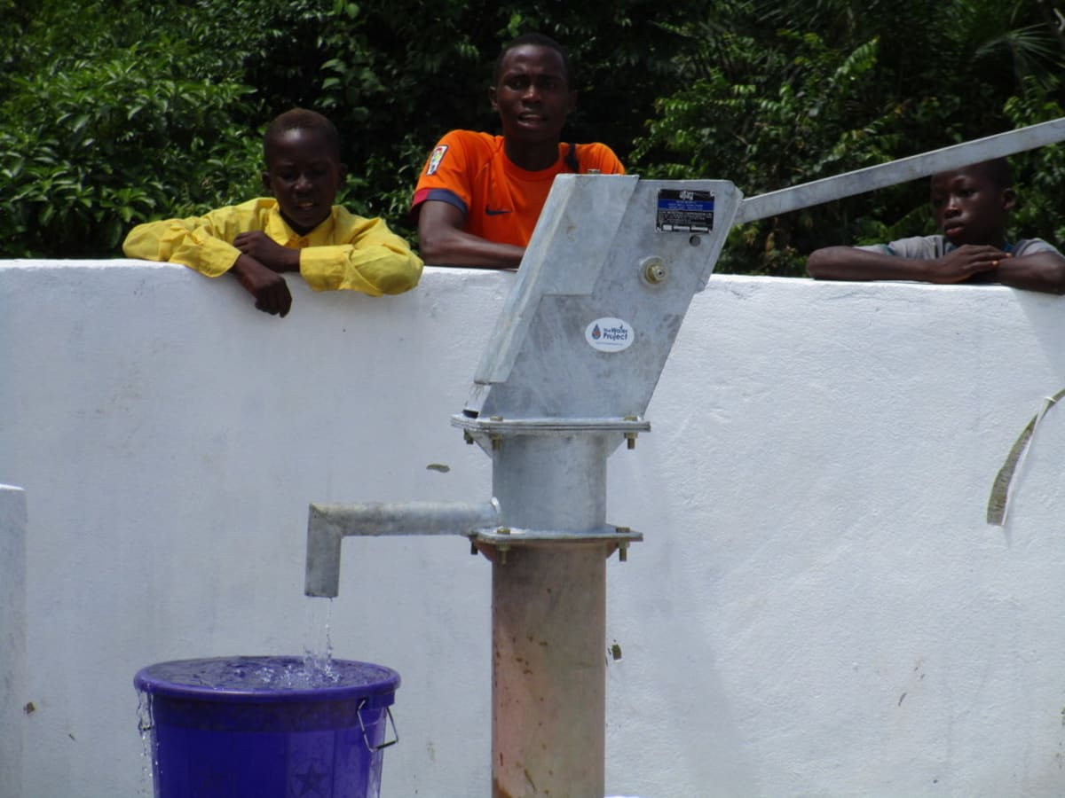 21 sierraleone5119 clean water