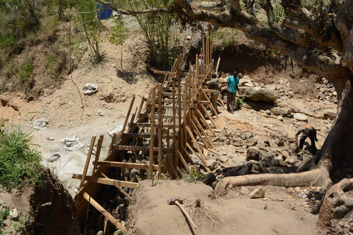 3 kenya4766 sand dam construction