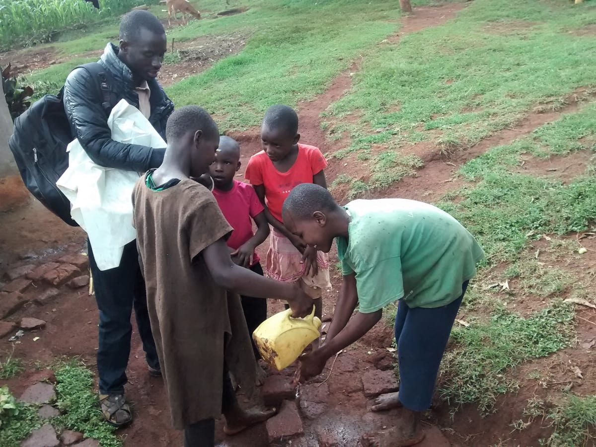 4 kenya4716 children who wanted to show off their hand-washing