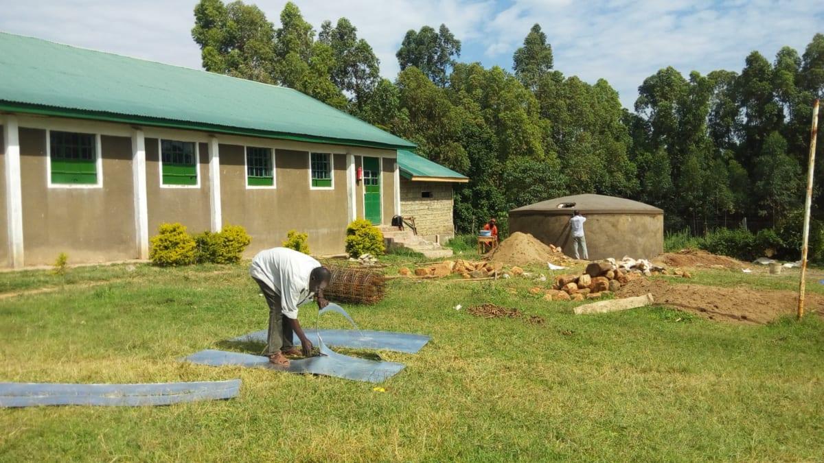 16 kenya4669 artisan making gutters