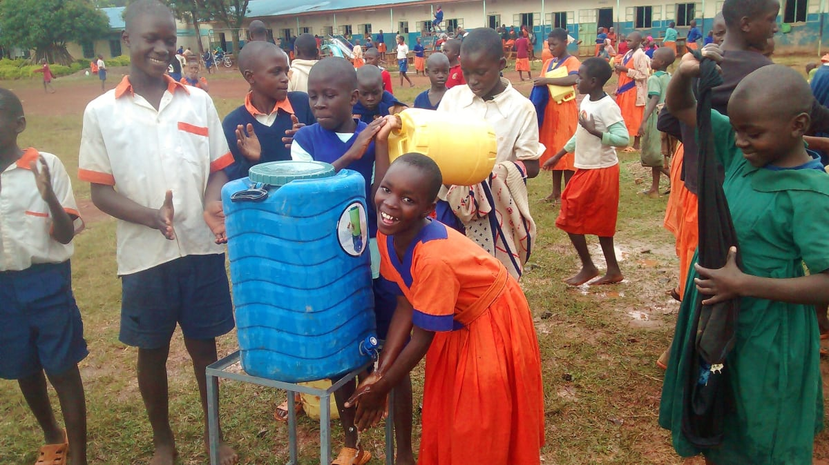 23 kenya4674 hand-washing station