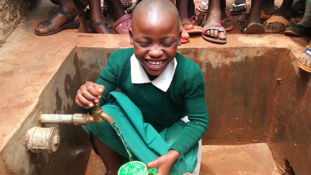 27 kenya4668 clean water