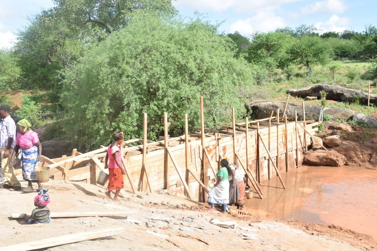 1 kenya4773 sand dam construction