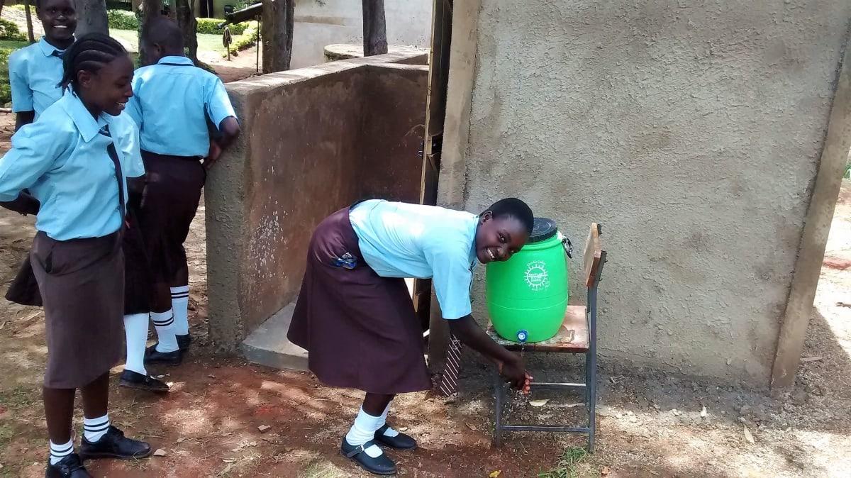 26 kenya4832 hand-washing