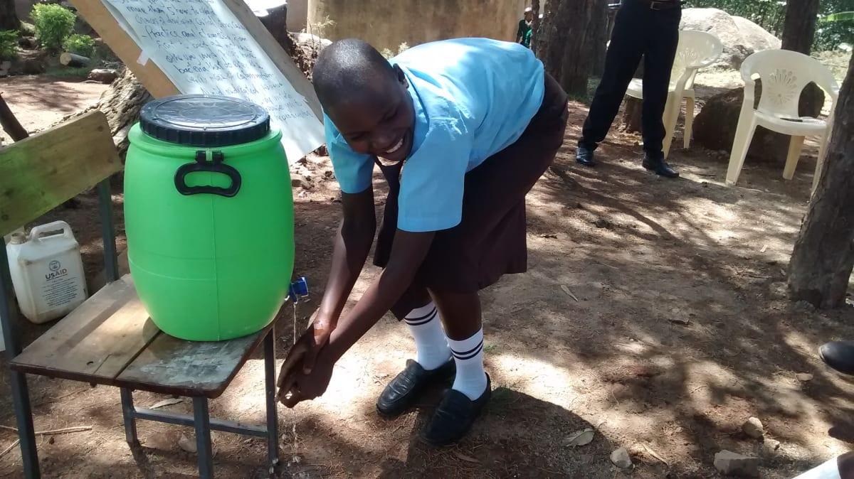 8 kenya4832 hand-washing