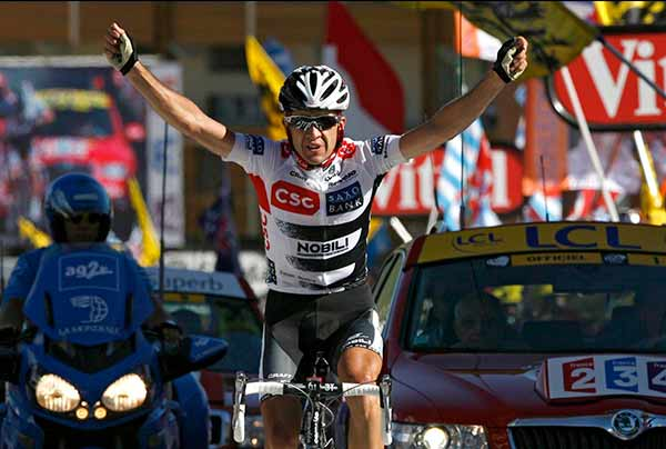 Carlos Sastre wins on Alpe d'Huez in 2008