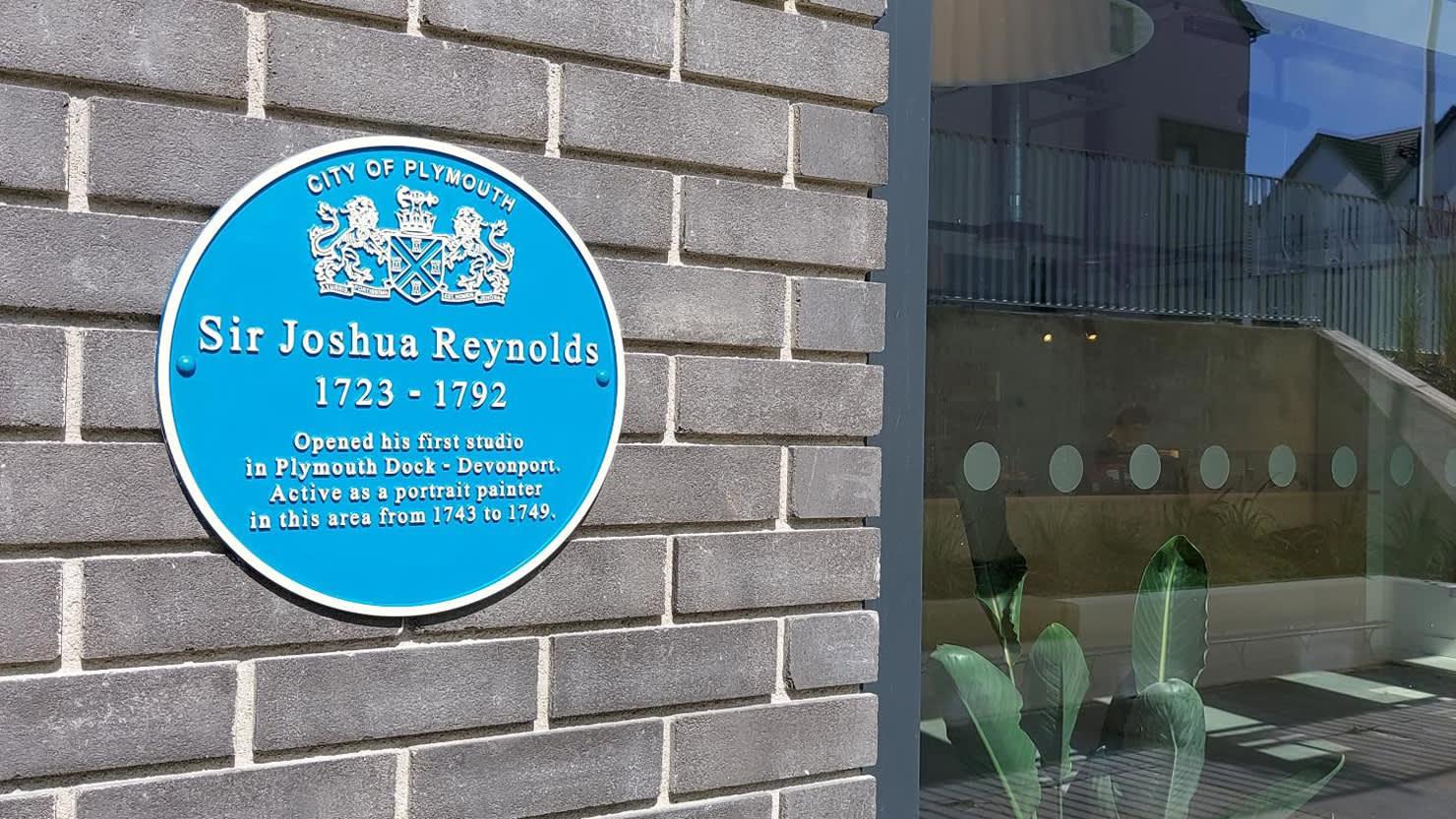 New blue plaque highlights artist's links with Devonport