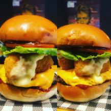 Photo of menu item: Mac n Cheese Burger