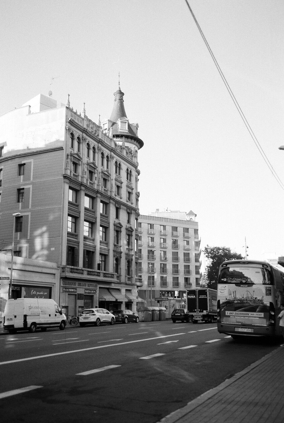 Sep 22, 2019 - Barcelona in Black and White: 9