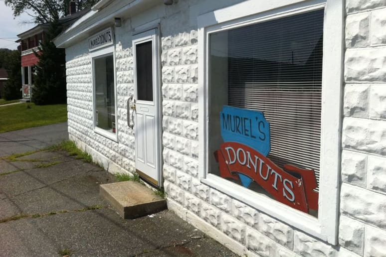 New Hampshire: Muriel's Donuts, Lebanon