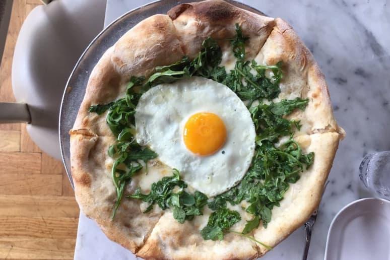 #75 Nellcôte, Chicago, Ill. (Sunnyside Up Organic Egg: D.O.P. fontina, mozzarella, arugula)