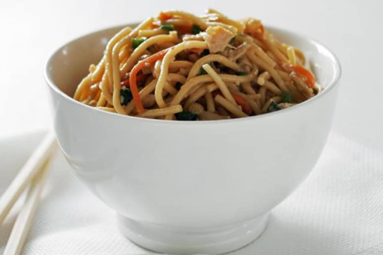 Perfect Peanut Whole-Wheat Pasta with Chicken and Vegetables