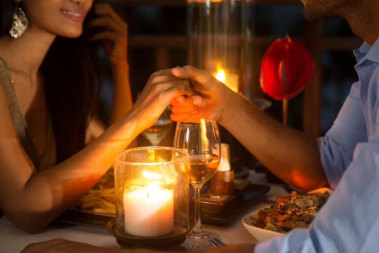 Setting the Scene: Dine by Candlelight