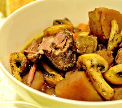 Easiest Slow Cooker Beef Stew