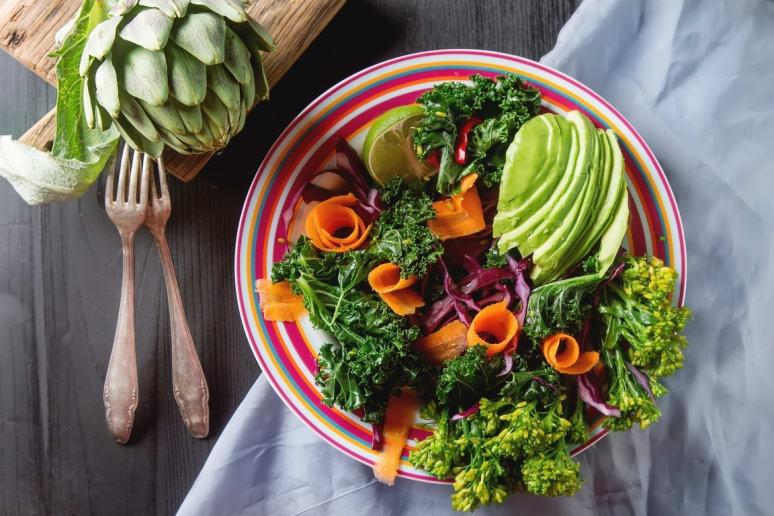 Kale Avocado Salad With Roasted Carrots