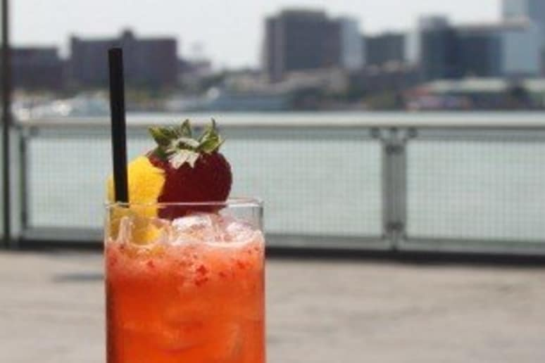 The Red Sky tail Recipe by Marcy Franklin Planters Punch Przepis on