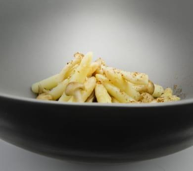 mushrooms and asparagus in mushroom sauce