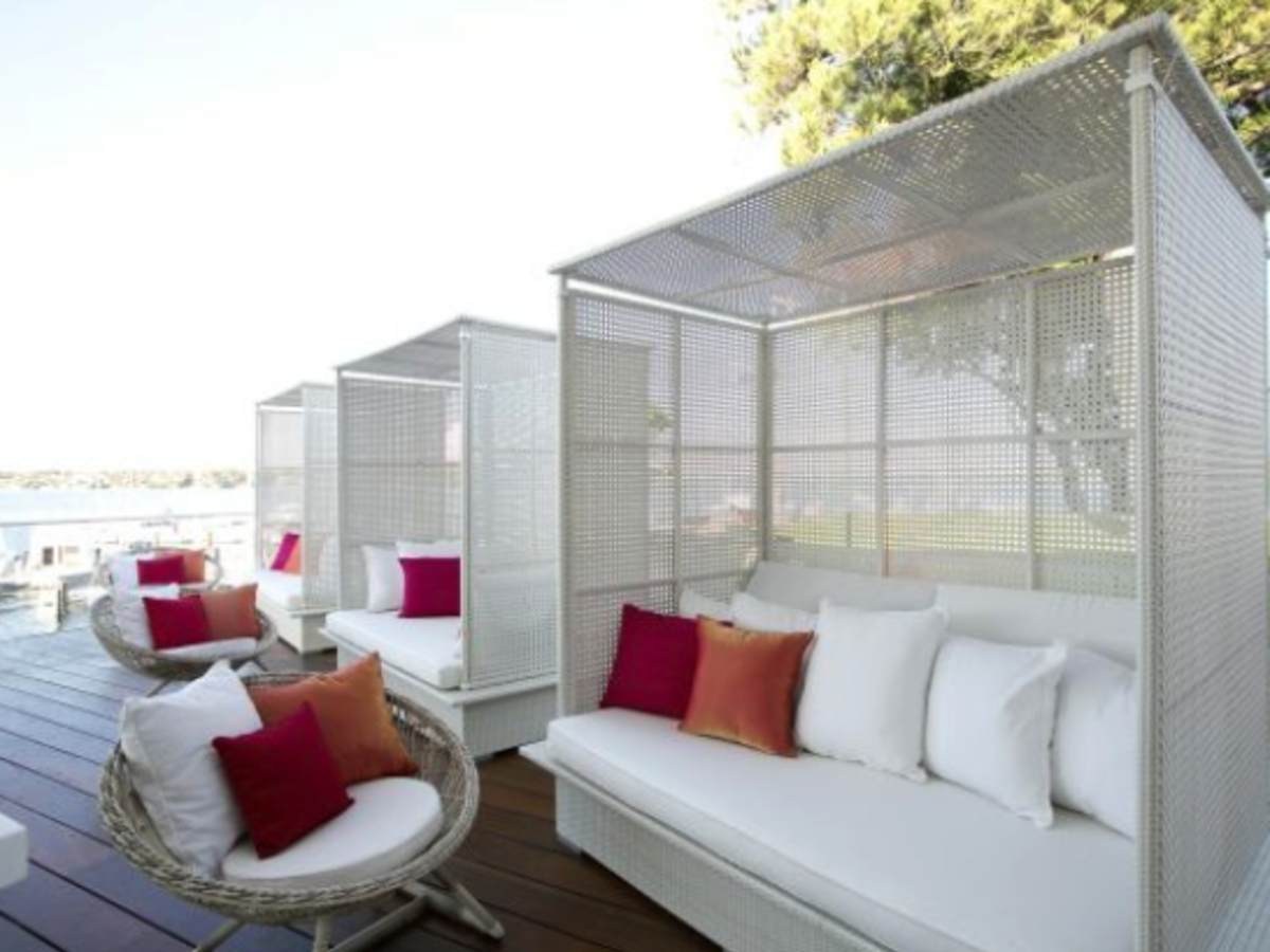 White Rattan Enclosed Canopy Daybed