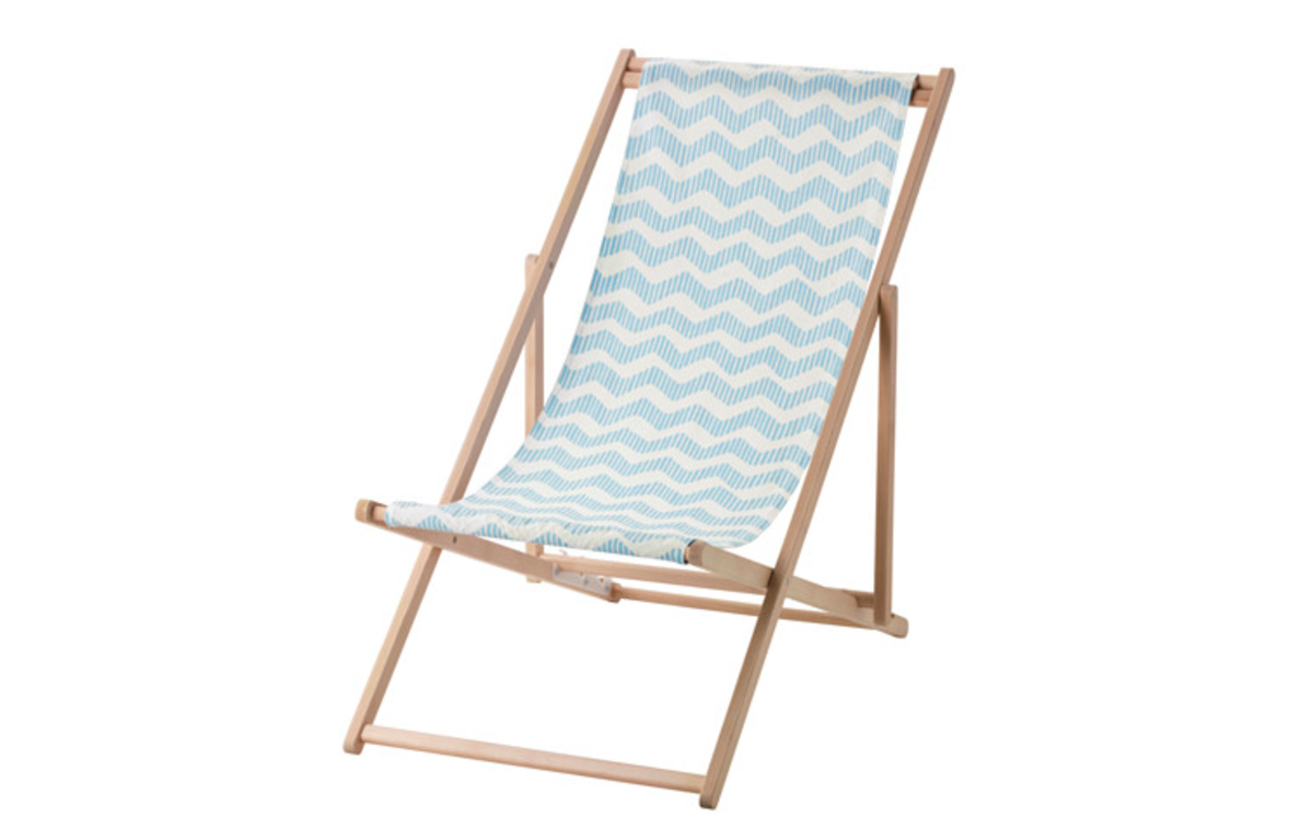 Blue_and_White_Striped_Deck_Chair