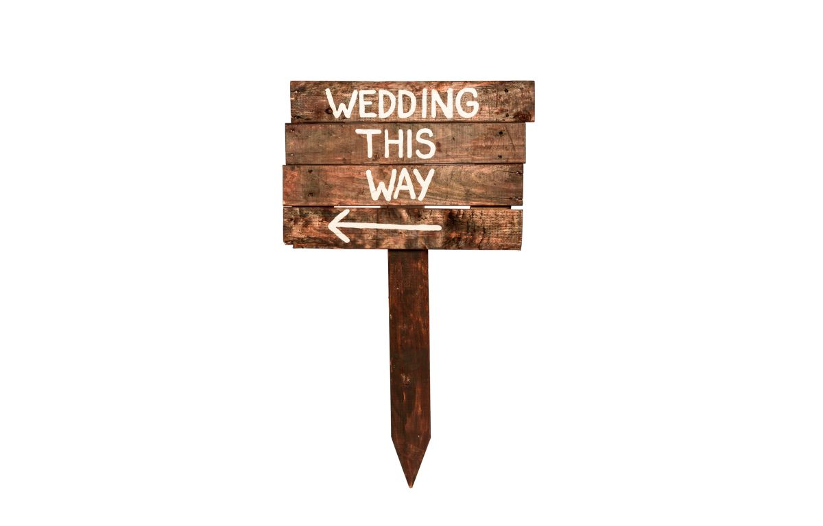 Wedding_This_Way_Sign_Wooden