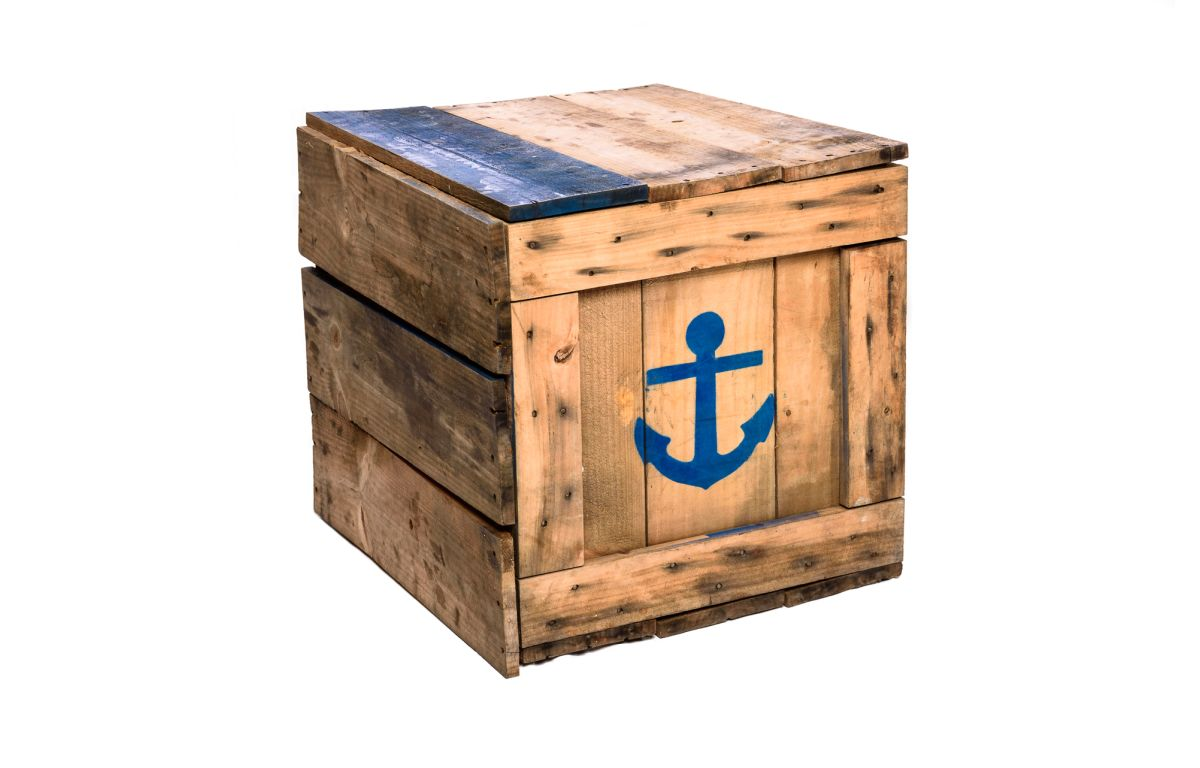 Wooden_Crate_with_Blue_Anchor_and_Boat_detail