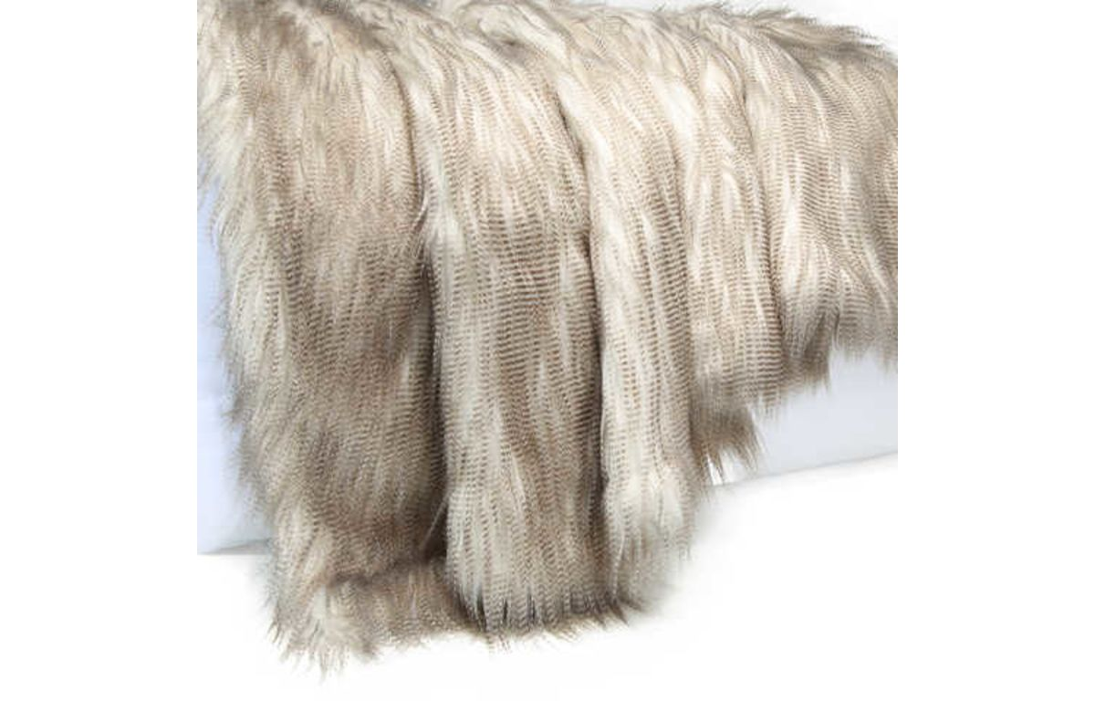 Eva_Faux_Fur_Throw_1.2mL_x_1.5mW