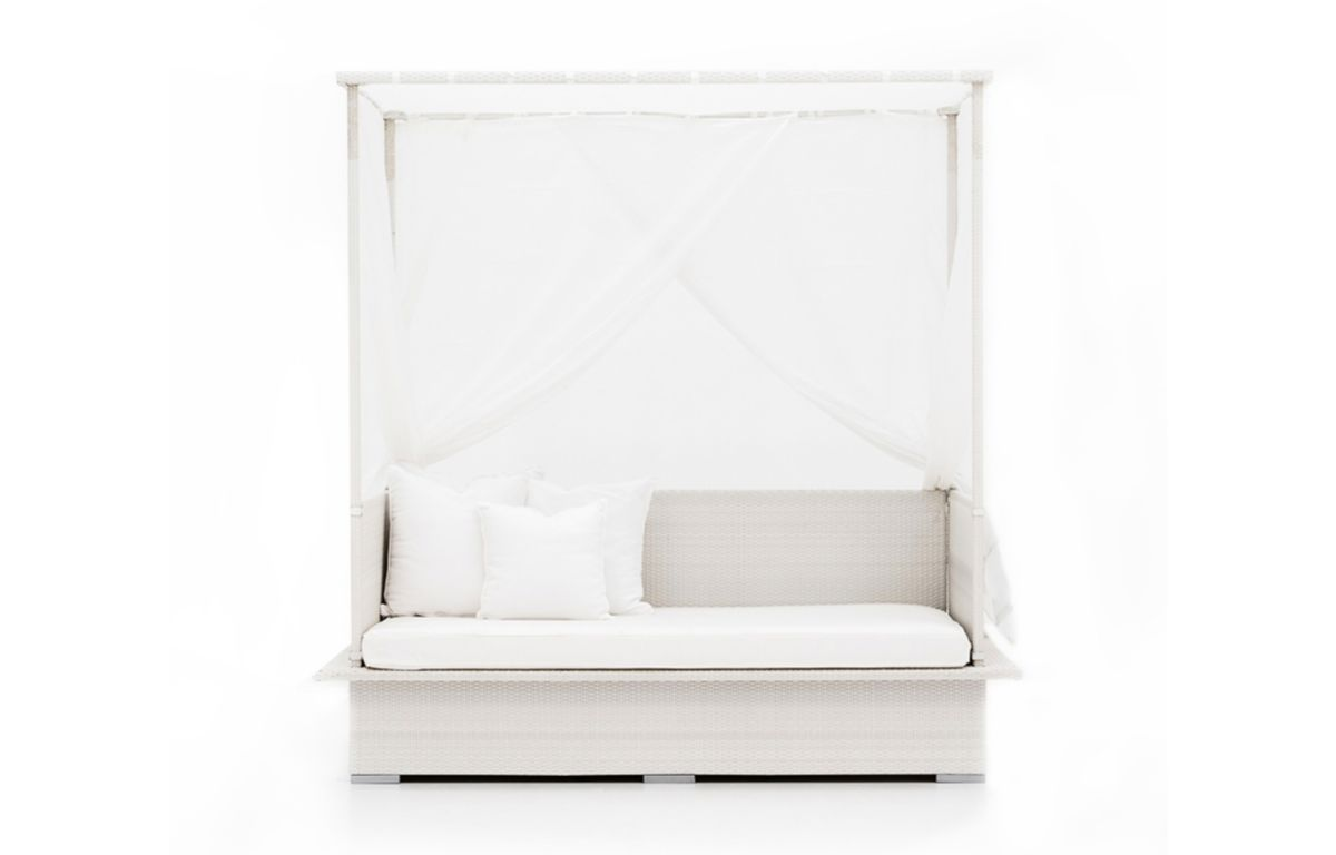 LUXURY-CANOPIES_CANOPY-DAYBED-WITH-DRAPES_JUN20