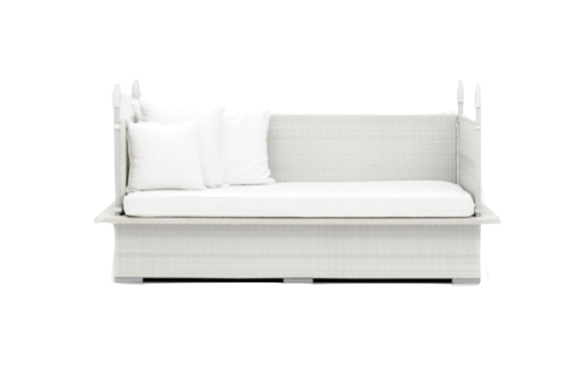 LOUNGES_WHITE-RATTAN-POOLSIDE-DAYBED_JUN20