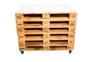 Photograph of Pallet Bar with Stacked Pallet Front