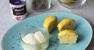 Gelato alla lavanda e miele e cupcake leggeri al profumo di limone con lemon curd