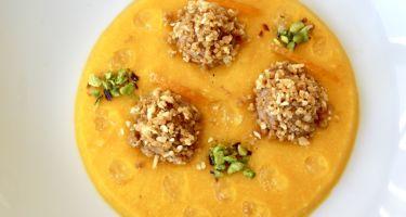Delizia al mandarino, mousse al cioccolato e crumble croccante alle mandorle