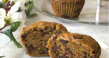 Muffin all'avocado e pezzi di cioccolato fondente senza glutine