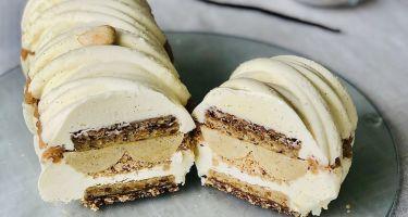 Semifreddo alla vaniglia con inserti di mandorla e nocciola di varie consistenze