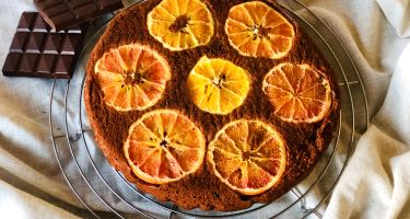 Torta rovesciata al cioccolato fondente e arance