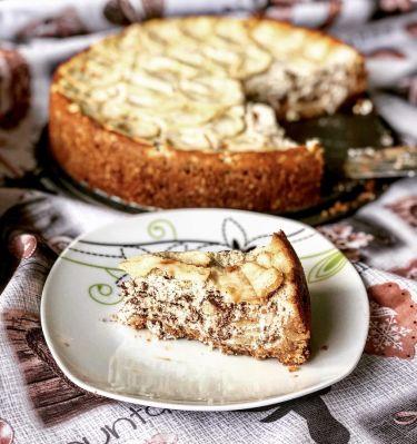 Cheesecake alle mele e scaglie di cioccolato fondente - pronta da servire