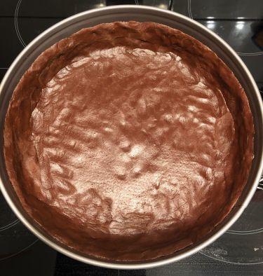 pasta frolla al cacao nella tortiera di 28 cm