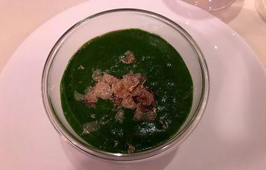 Restaurant Edvard Vienna - crema spinaci, Sot-l'y-laisse, tuorlo d'uovo, scaglie di tartufo bianco d'Alba