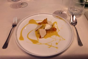 Restaurant Edvard Vienna - gelato al formaggio di capra, crema al mandarino, meringa