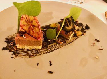 ristorante valentin a lindau - parfait con base noce fermentata, patè di fegato di selvaggina, pop corn di riso selvatico